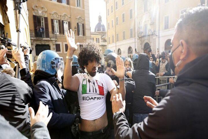 اعتراضات ایتالیا 15