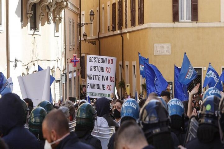 اعتراضات ایتالیا 16