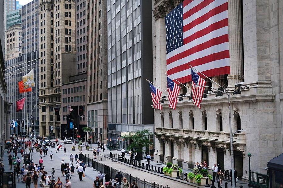 سیاستهای دولت آمریکا بر ارزش دلار در فارکس چه تاثیری دارد؟