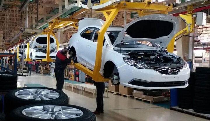 دولت باید در کار خودرو سازان نظارت کند، نه دخالت