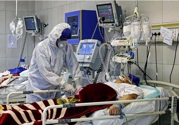 ستاد اجرایی فرمان امام در هرمزگان ۲۰ کپسول اکسیژن به دانشگاه علوم پزشکی اهدا کرد
