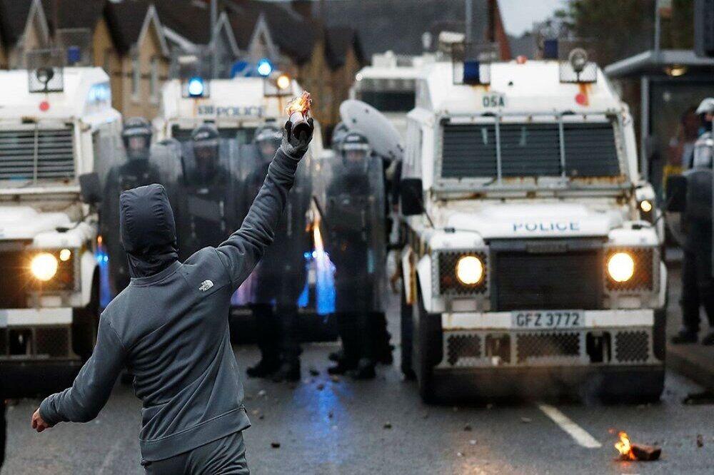 درگیریهای معترضان با پلیس در ایرلند شمالی