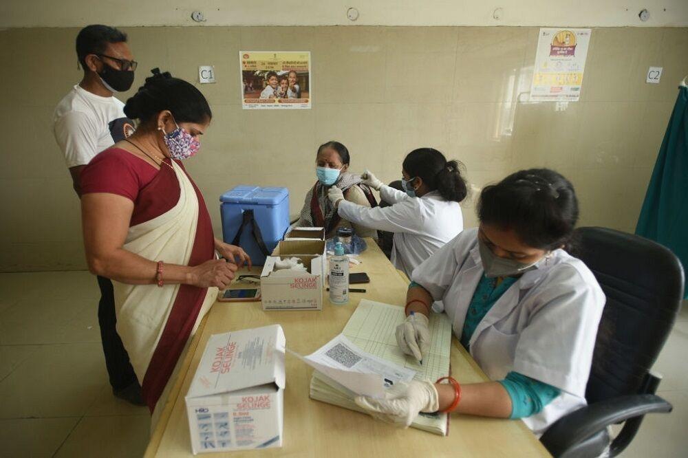 ادامه واکسیناسیون در شرایط بحرانی هند
