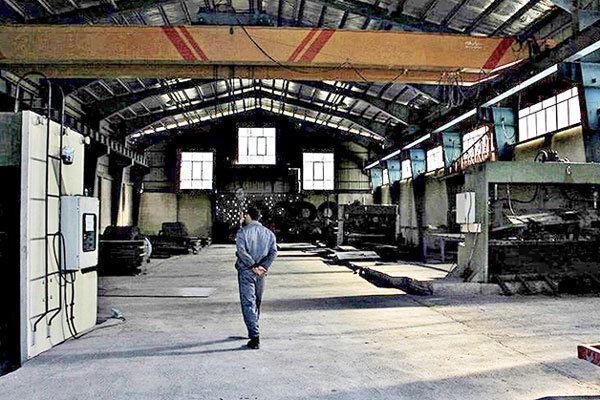 نصف شدن ظرفیت تولید کارخانه ها به دلیل نبود سرمایه در گردش!| خدمت رسانی بانکها به شرکت های خودی