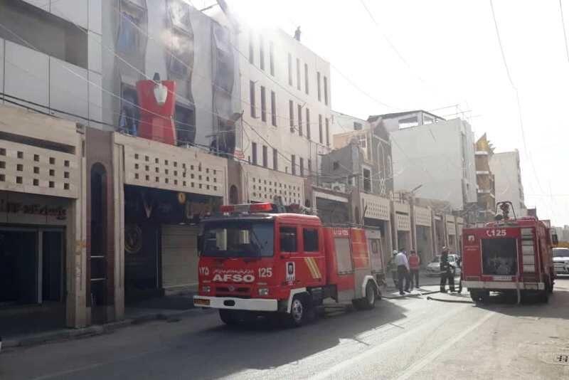 آتش سوزی در مجتمع تجاری کادوس ۲ آبادان