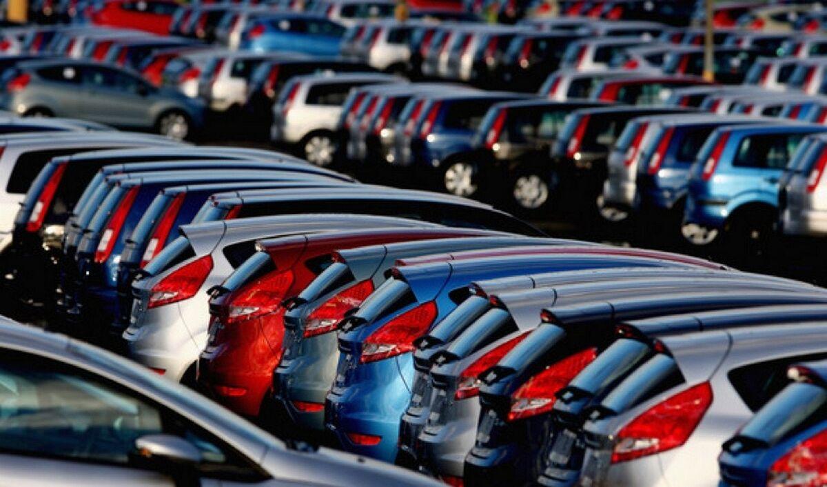 ممنوعیت واردات خودرو با امضای کدامیک از وزرای دولت انجام شد؟