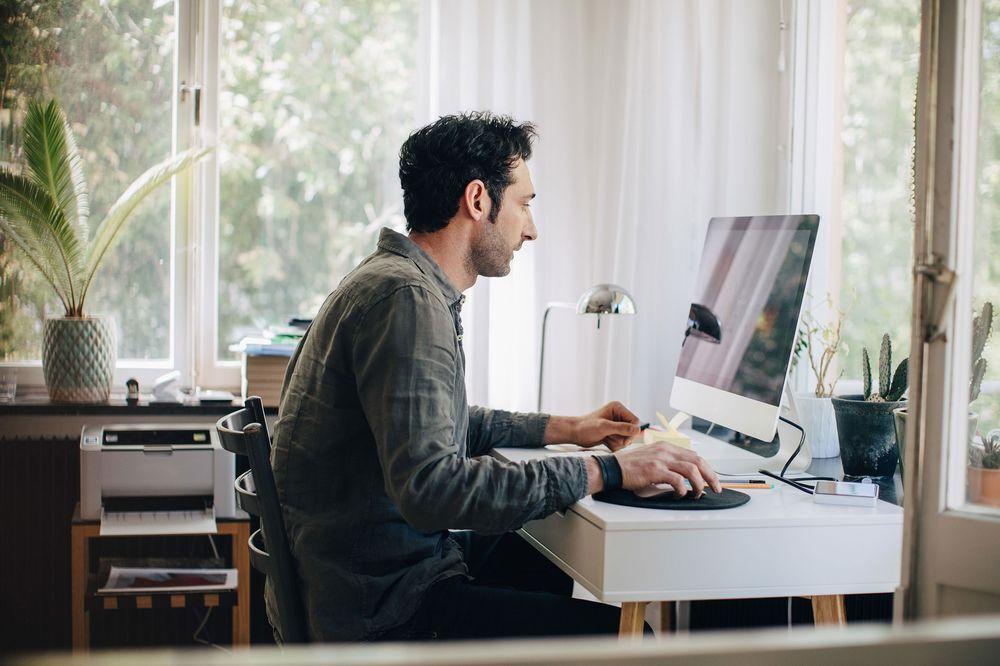کار از خانه برای افراد با طبقه پایین تر کابوس است  نبود محل مناسب شرایط دورکاری را دشوار می کند