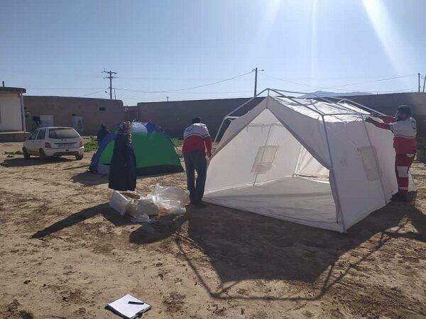 ۲۱ تیم امداد به مناطق زلزلهزده اعزام شدند/ واحدهای آسیبدیده تا مهرماه بازسازی میشوند