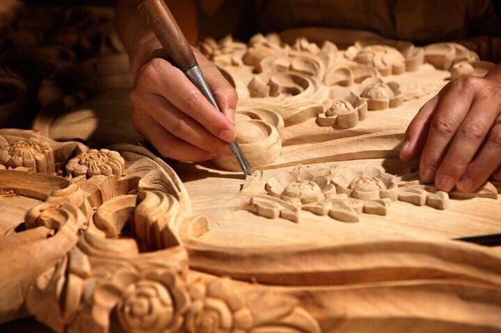 آماده شدن آثار منبت کاران ملایری برای حضور در نمایشگاه اکسپو ۲۰۲۱ دبی