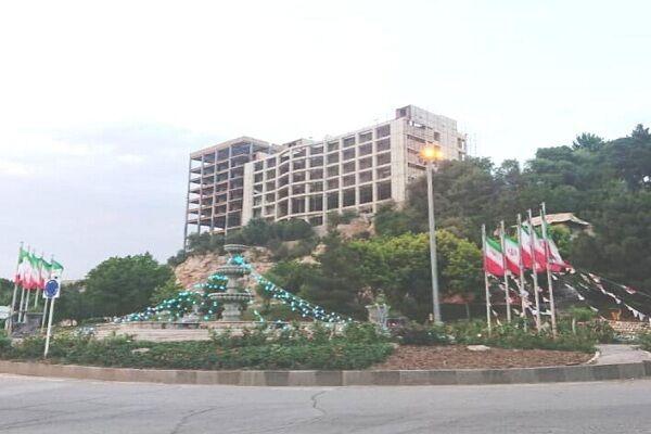 حواشی ناتمام هتل صخرهای؛ واکنش نماینده مجلس به ابهامات