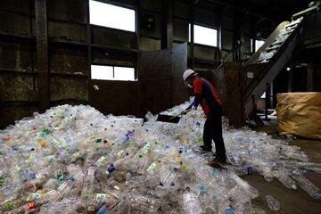 کارخانه بازیافت پلاستیک در کره جنوبی