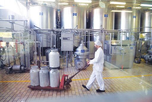 صدور مجوز فعالیت ۳ واحد خط تولید شیرخشک در استان همدان