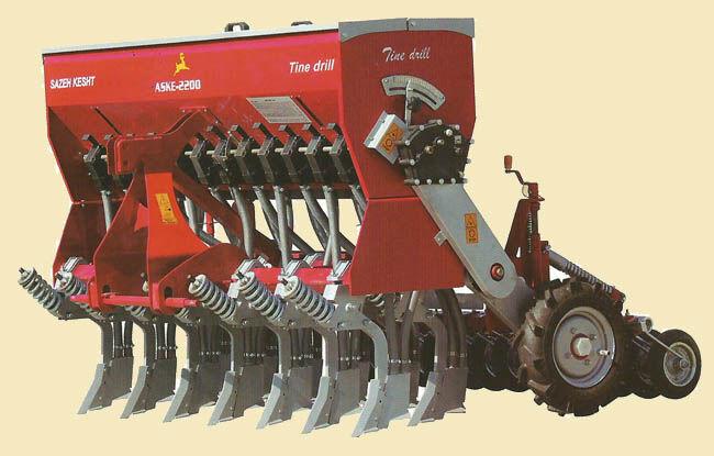 استفاده از ادوات نوین خاک ورزی در بهره وری دیمزارها ضروری است