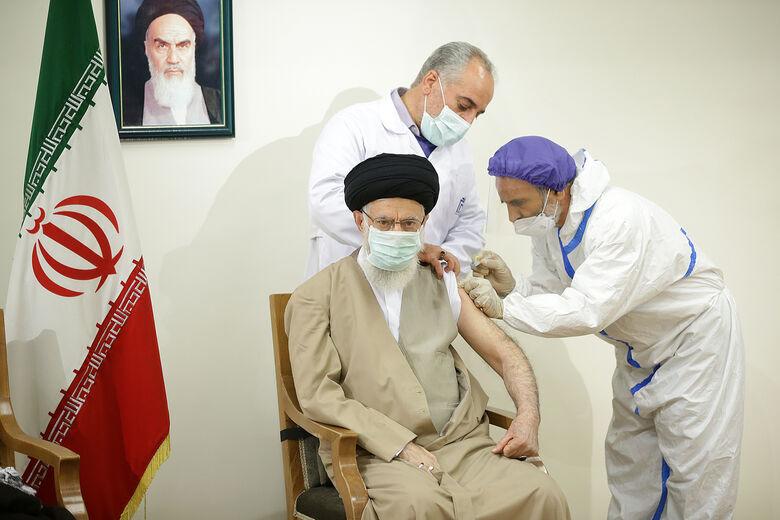 رهبر انقلاب دُز اول واکسن «برکت» را دریافت کردند| تقدیر از جوانان ایرانی برای تولید واکسن
