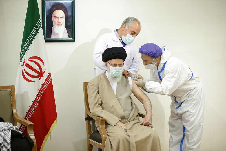 رهبر انقلاب دُز اول واکسن برکت را دریافت کردند