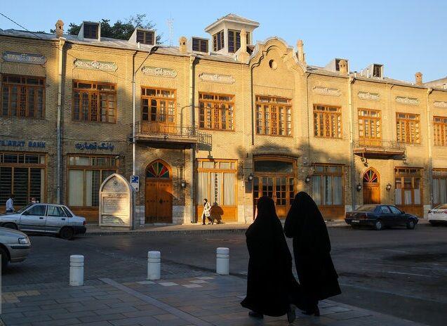 ساختمانهای تجاری بلای هویت تاریخی مشهد؛ پاتوقهای فرهنگی یکی یکی حذف میشوند
