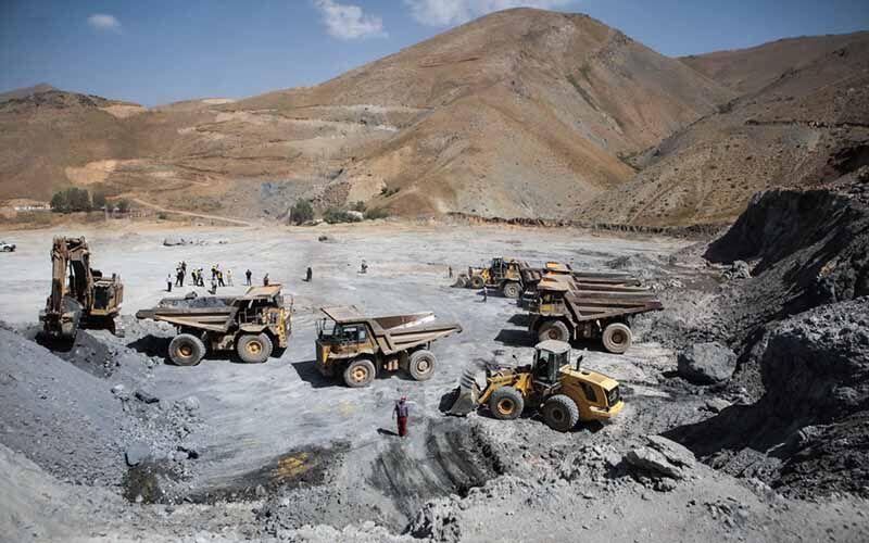 بازدید خبرنگاران از روند فعالیت یک معدن سنگ آهن در همدان