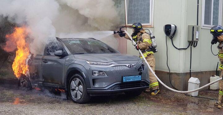 خودروهای الکتریکی ایمن هستند؟   ناتوانی خودروسازان در تامین امنیت کامل خودروهای برقی