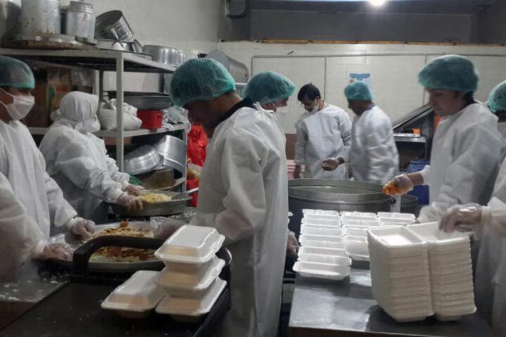 ۴۰ هزار پرس غذای گرم توسط بنیاد احسان ستاد اجرایی فرمان امام در کردستان توزیع شد