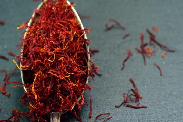 چرا زعفران گران است؟