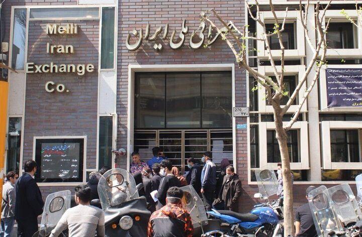 دلار در آستانه ۲۸ هزار تومان؛ دولت ورود کند! | واکسن و بازار هرات ۲ عامل در افزایش قیمت دلار