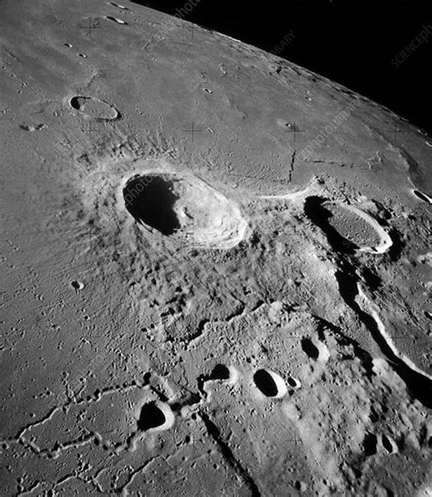 ربات های معدنچی به ماه فرستاده می شوند