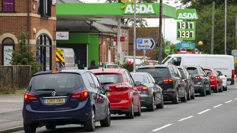 تشدید بحران سوخت در انگلیس با چالش کمبود راننده