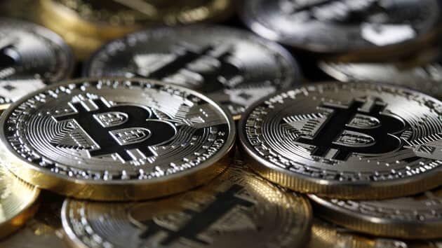 سیاست دوگانه شرق و غرب در مورد بازار رمز ارزها