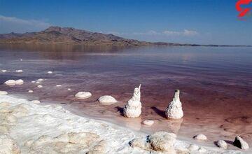 تراز آبی دریاچه ارومیه ۶۳سانتیمتر کمتر شد، حجم آب نصف!